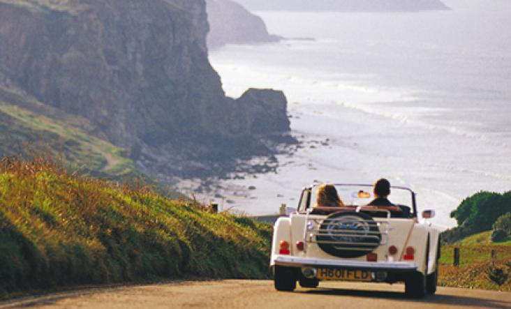 The drive to Watergate Bay, Newquay c Bob Berry
