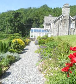 Polraen Country House Looe in large gardens