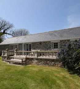 garden patio farm cottage south cornwall self-catering