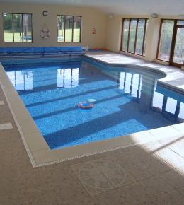 Self catering holiday cottages with indoor heated swimming