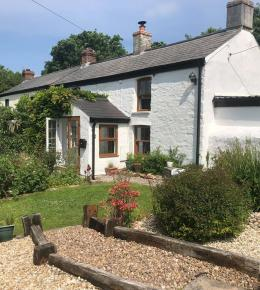 Hollowtree Self catering cottage