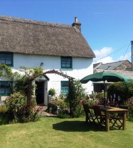 late avaliability, thatched cottage, the lizard, cornwall
