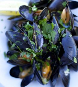 bowl of moules