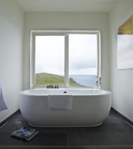 bath in our sunset room with a sea view