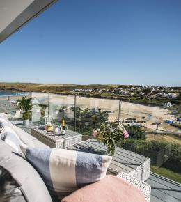Weaver's View is a self-catering holiday home above Polzeath beach, North Cornwall