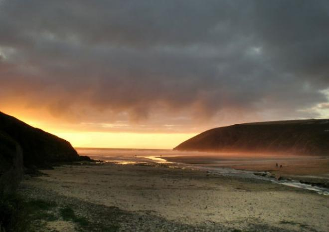 Sunset, Mawgan Porth c Laurence Berry, Visit Cornwall