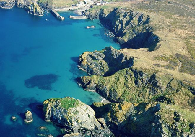 Mullion Cove Cornwall c John Such / Visit Cornwall