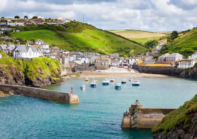 Port Isaac, North Cornwall c Shutterstock