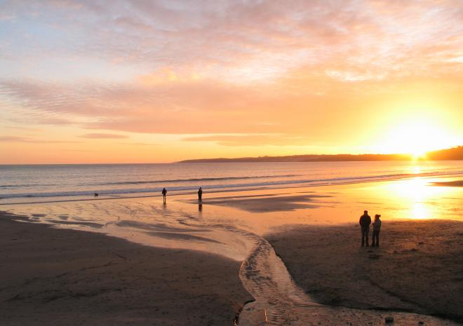 Higher Rosevine Farm | Roseland Holiday Cottages | A stunning sunset on Pendower beach