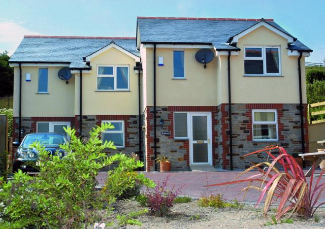 Self Catering in Cornwall, Tregurrian Villas, Cornwall