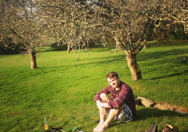 Cottages in Cornwall | Lanwithan Cottages | Picnic in the Orchard |  Lostwithiel