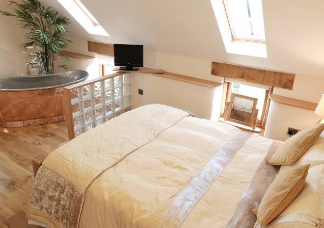 Corn Keep, first floor open plan apartment for two near Bude at Wooldown Holiday Cottages