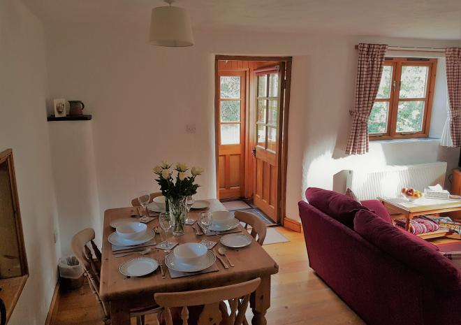 Old Basset Cottage offers lovely self-catering holiday accommodation near Porthtowan in North Cornwall - Dining are 2