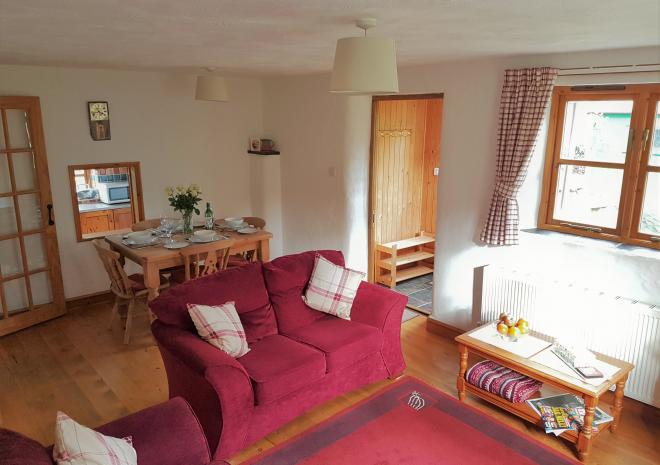Old Basset Cottage offers lovely self-catering holiday accommodation near Porthtowan in North Cornwall - Lounge