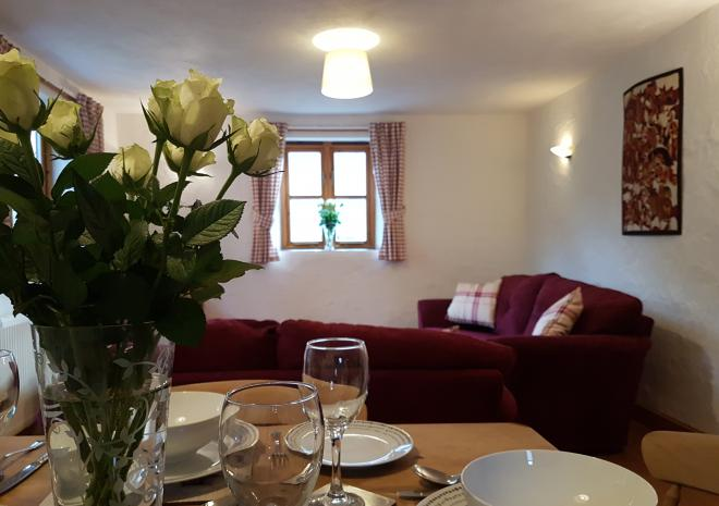 Old Basset Cottage offers lovely self-catering holiday accommodation near Porthtowan in North Cornwall - Dining area 1