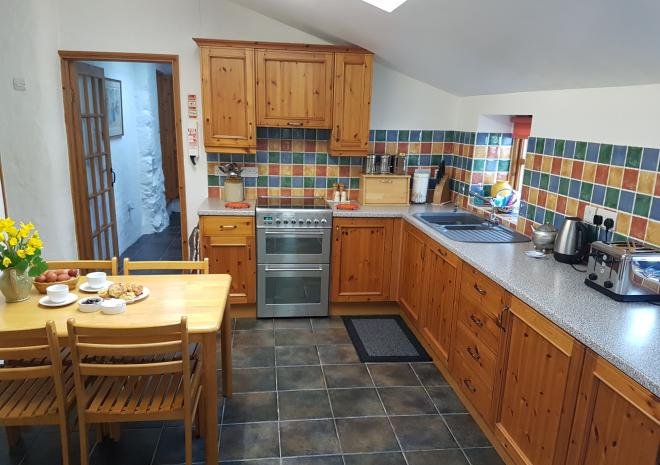 Old Basset Cottage offers lovely self-catering holiday accommodation near Porthtowan in North Cornwall - Cottage kitchen 2