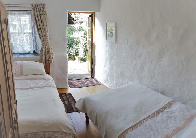 Old Basset Cottage offers lovely self-catering holiday accommodation near Porthtowan in North Cornwall - Second bedroom