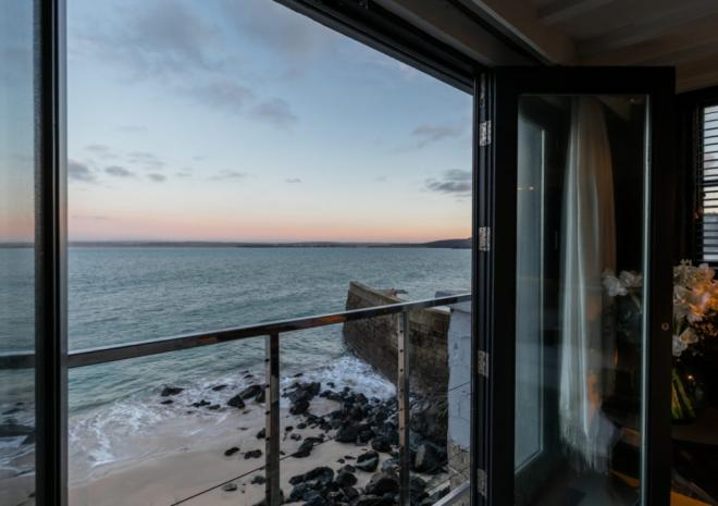 Black Moon, St Ives Self Catering, Beachspoke