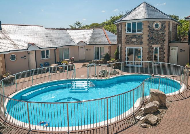 Outdoor pool, Self Catering in Cornwall, Porth Veor Villas and Apartments, Newquay, Cornwall