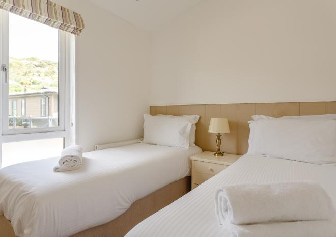 large twin bedroom in modern self-catering lodge in Cornwall