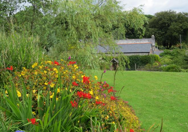 Peaceful and Colourful gardens at Badgers Sett