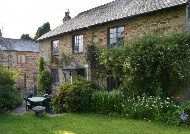 Cottages in Cornwall | Lanwithan Cottages | Farmhouse |  Lostwithiel