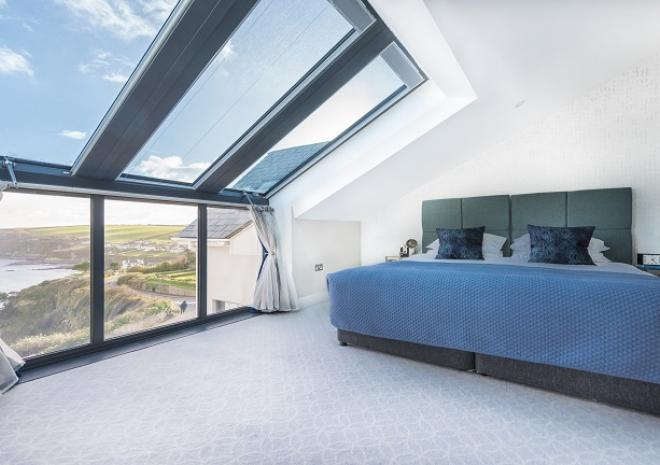 Drifter BEdroom with EITHER Twin Beds Or Super King Bed At Pebble House, Mevagissey, Cornwall