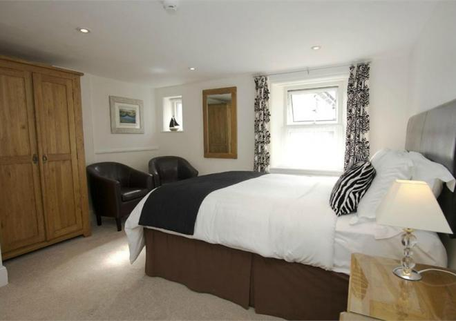 Bed and Breakfast in Cornwall , Elmswood House , Par , Fowey ,St Austell , Cornwall