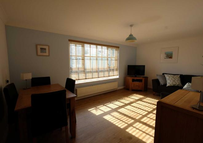 Self Catering Falmouth Gyllyngvase Apartment Lounge