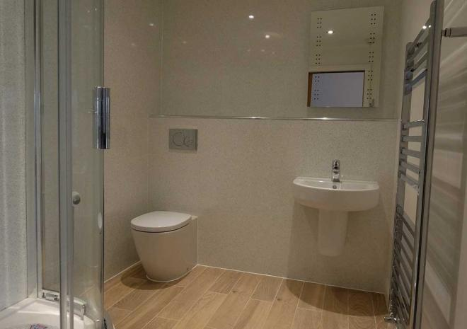 Holiday Rental Falmouth Gyllyngvase Apartment Luxury Shower Room