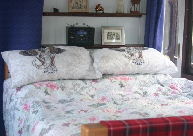 The bedroom in Millpool can be set up as a double or single