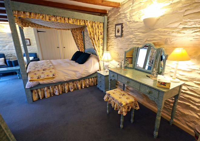 The Courtyard Suite at Trenderway Farm, Bed and Breakfast, Looe, South Cornwall
