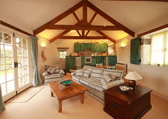 Meadow Barn Luxury Suite at Trenderway Farm, Bed and Breakfast, Looe, South Cornwall