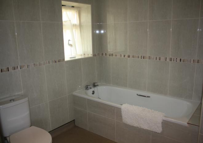 bath and separate shower in Menabilly