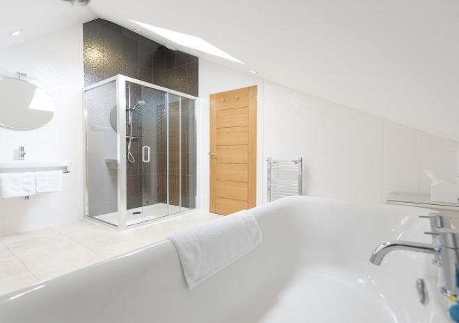 Long Liner Bedroom En Suite Bath and Shower Room at Pebble House, Mevagissey, Cornwall