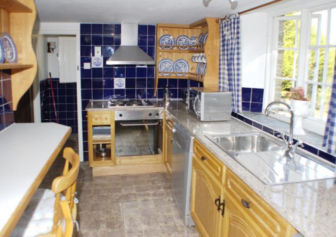 Fully fitted kitchen - Nutmeg Cottage
