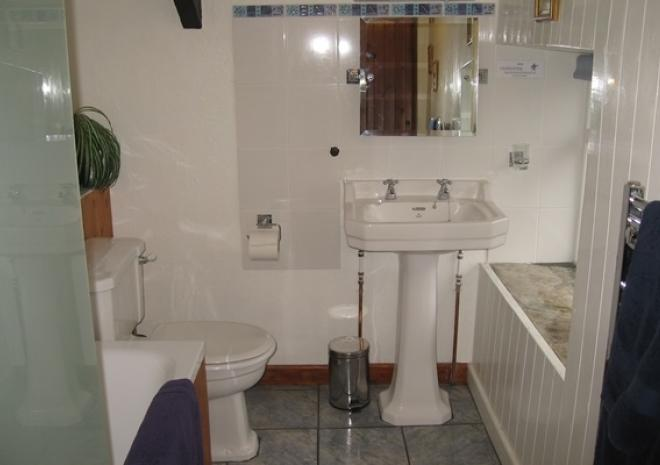 Hallagenna Cottages, Self catering cottages, Bodmin Moor, Cornwall, Old Brock Bathroom