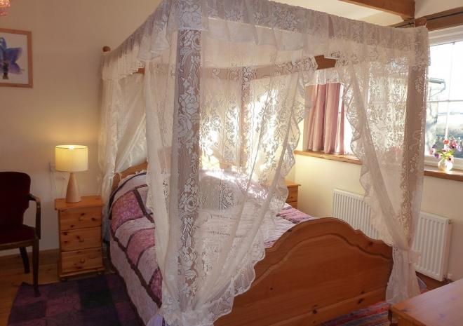 Romantic holidays in the Old Wagon house with is lace covered 4 poster bed