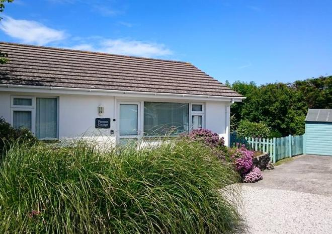 Pampas Cottage & Garden, Yellow Sands, Harlyn Bay, Padstow, Cornwall