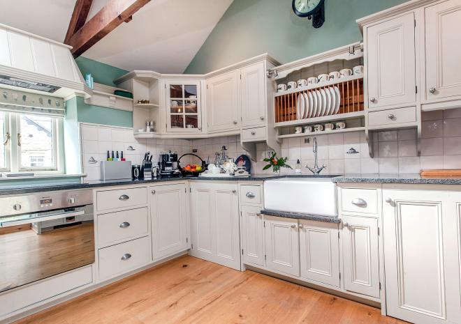 The lovely bespoke, spacious kitchen in Peace and Plenty
