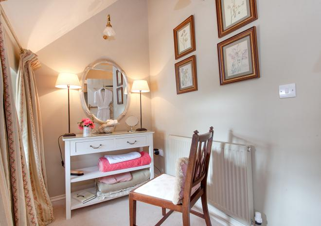 The dressing table area in Ring and Thimble