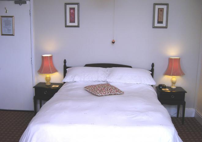 Family Room (1 double bed & 1 single bed)