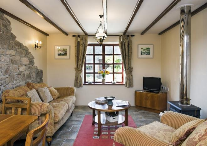 Comfortable & Spacious Lounge in Rosemary Cottage