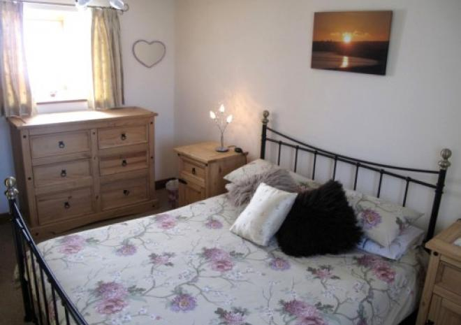 TREDINNEY FARM - THE ROOST - DOUBLE BEDROOM