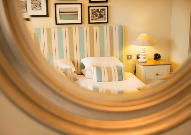 bedroom-interior-old-custom-house-padstow-cornwall-st-austell-brewery-hotels-pubs-and-inns