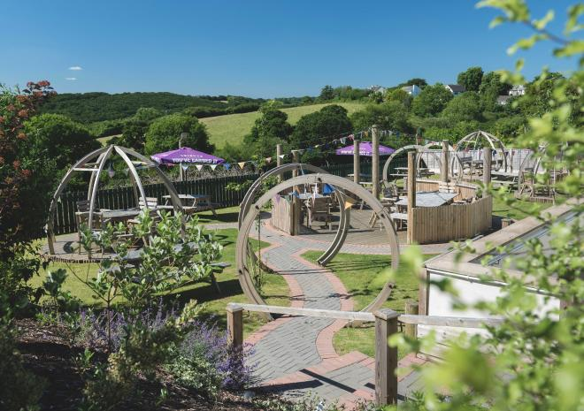 beer-garden-county-arms-cornish-hotels-st-austell-brewery-pubs