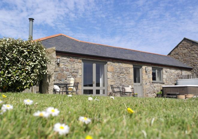 Brea Cottage, with hot tub, Beersheba Farm, St Ives, Cornwall