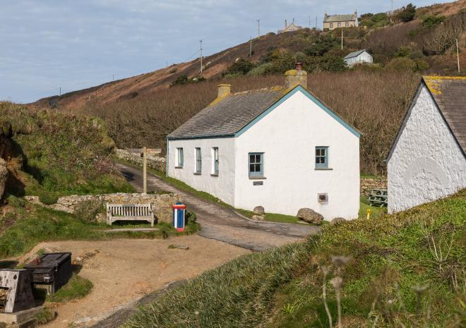 Corner Cottage in the heart of Porthgwarra
