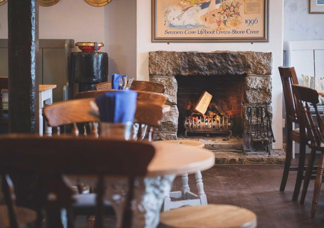 cosy-coastal-pub-in-cornwall-sennen-cove-old-success-inn-st-austell-brewery-cornish-beers