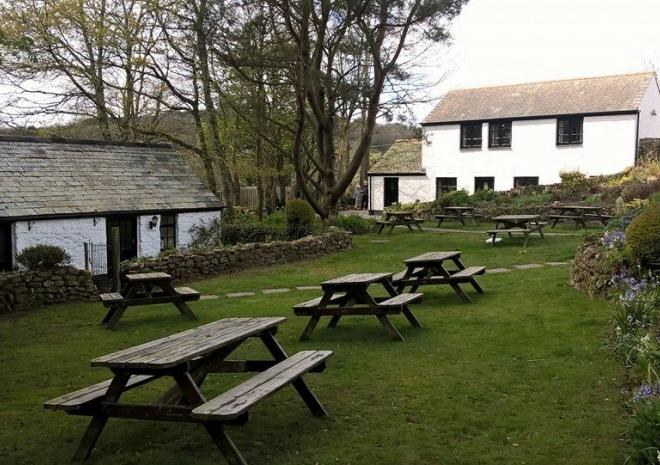 The Crown Inn, Lanlivery, Cornwall, holiday accommodation, pub, inn